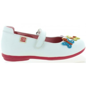 Spanish shoes for a girl in white leather