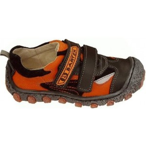 Boys wide shoes with arches that are European