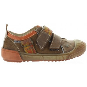 Shoes made with natural leather durable for kids