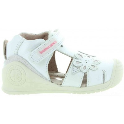 Closed toe baby sandals in white leather