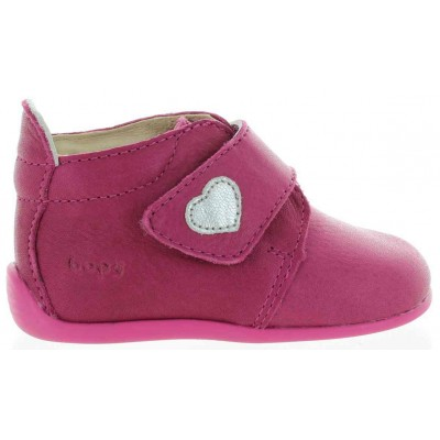 Babies with small feet walking shoes