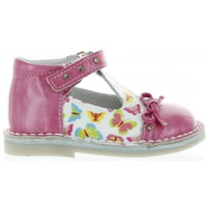 Shoes with high arches for a tip toe toddler