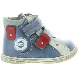 Heel support boys footwear