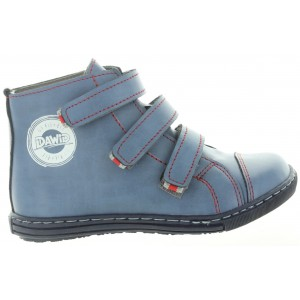 High top child boots made with good leather