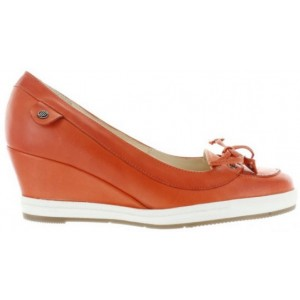 Shoes for women from Europe from orange leather