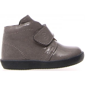 Baby booties that stay on kids feet