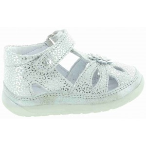 Summer footwear for girl with high instep