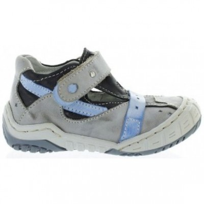 Foot forming shoes that support foot in kids