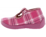 Kids that stay on kids feet slippers