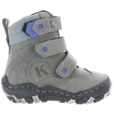 Snow boots for a boy with arches