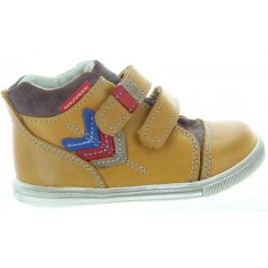 Toddler start up sneakers for a boy