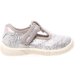 Shoes for a toddler with good arch in silver canvas