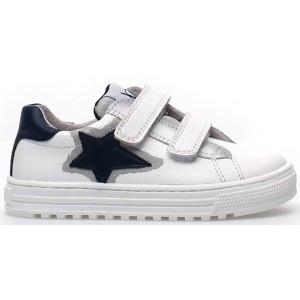Boys shoes wth narrow heel
