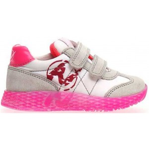 Baby with support sneakers