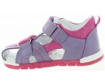 Closed sandals for a baby girl in purple leather