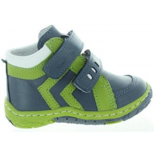Out toe, in-toe shoes for a toddler