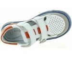 Closed toe arch support shoes for a child