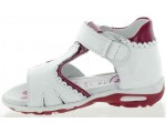 Girls walking leather sandals that are corrective