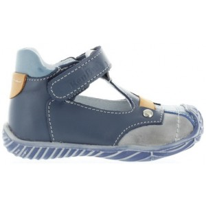 Boys with high instep wide footwear