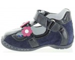 Support shoes for weak ankles for baby with arch