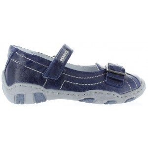 Child with flat feet best shoes