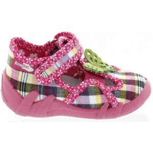 Babies taking first steps best shoes