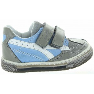Sneakers with good support for bow feet